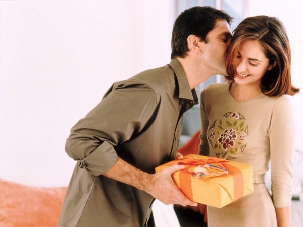 Не забываем делать своим любимым женщинам подарки!