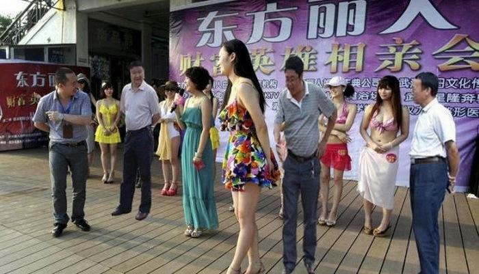 китайские чиновники фотожаба 6 (700x401, 154Kb)