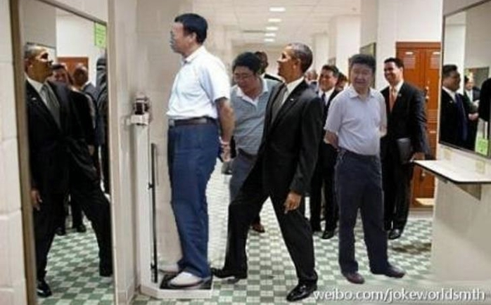 китайские чиновники фотожаба 8 (700x434, 174Kb)