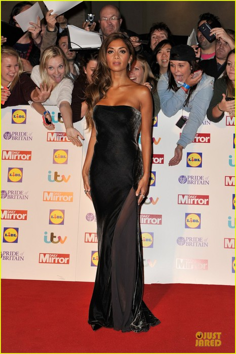 nicole-scherzinger-sheer-dress-at-pride-of-britain-awards-06 (466x700, 89Kb)