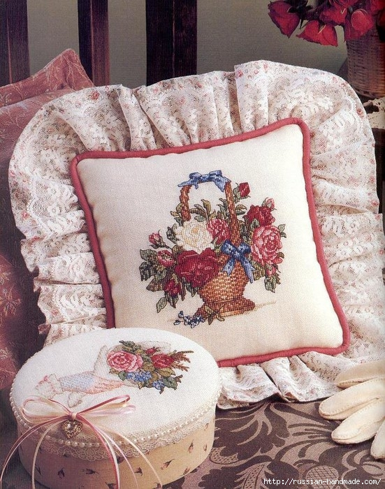 Примеры красивой винтажной вышивки. Журнал со схемами (20) (551x700, 343Kb)