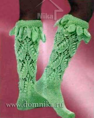 Высокие вязаные носки.