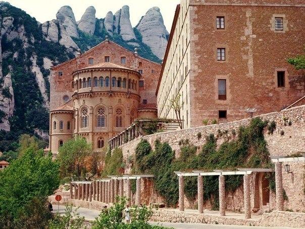 4Монастырь Монсеррат, Испания (604x453, 111Kb)