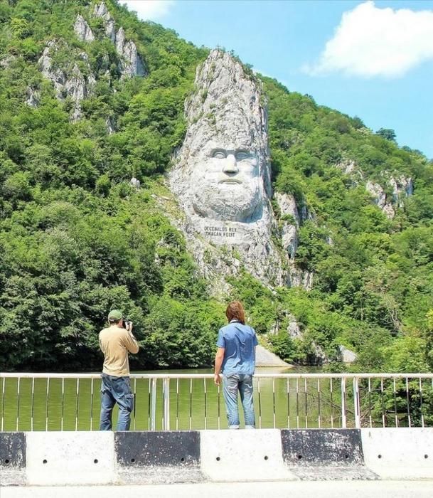 памятник царю децебалу румыния 1 (609x700, 388Kb)