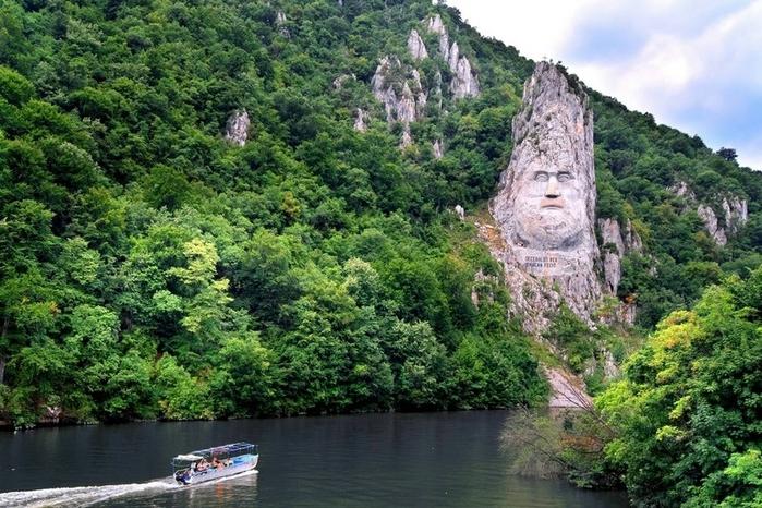 памятник царю децебалу румыния 4 (700x466, 316Kb)