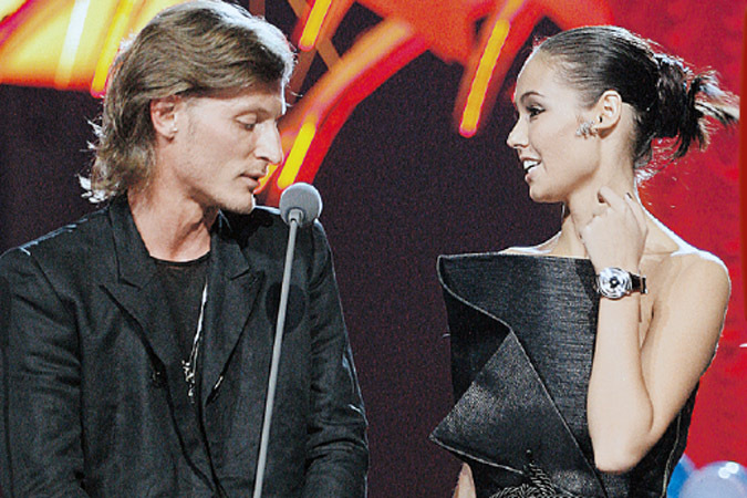 шоумен и резидент Comedy Club Павел Воля и гимнастка Ляйсан Утяшева (675x450, 149Kb)