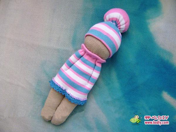 игрушки из носков. куколка и зайчик (12) (600x450, 117Kb)