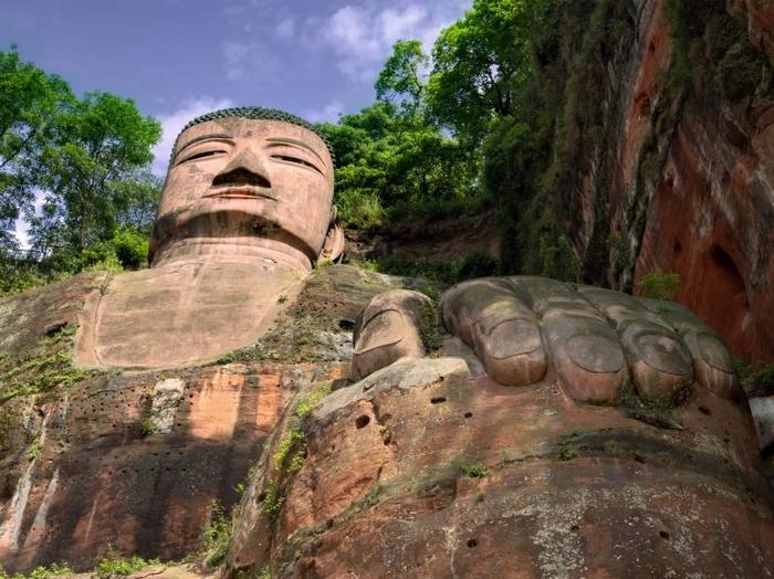 гигантская статуя будды в лэшане 2 (700x524, 302Kb)