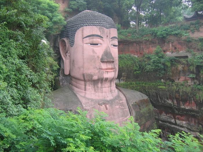 гигантская статуя будды в лэшане 5 (700x525, 344Kb)