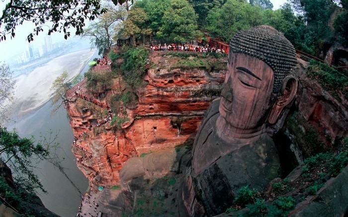 гигантская статуя будды в лэшане 6 (700x437, 249Kb)