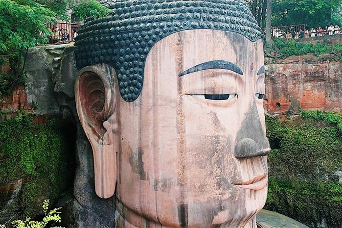 гигантская статуя будды в лэшане 9 (700x465, 332Kb)