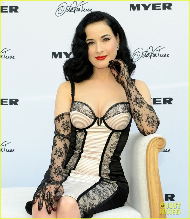 dita-von-teese-debuts-new-lingerie-collection-in-melbourne-03 (606x700, 95Kb)