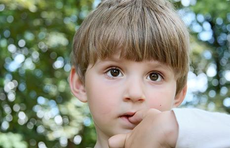 kid-bites-his-nails (466x300, 51Kb)