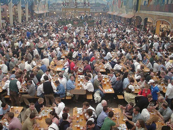 Oktoberfest_bierzelt (700x525, 140Kb)