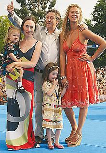 Михаил Ефремов с четвертой женой Софией Кругликовой, дочерьми Верой, Надеждой и племянницей актрисой Ольгой Ефремовой (220x316, 75Kb)