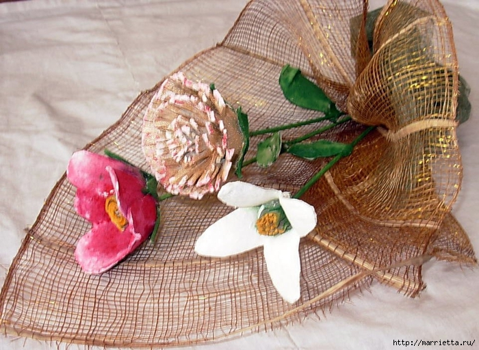 красота из картона- цветы из яичных лотков (45) (700x512, 324Kb)