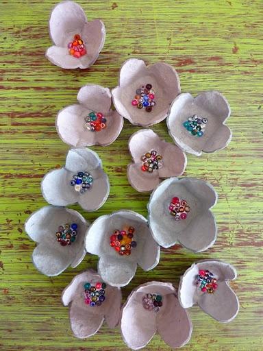 красота из картона- цветы из яичных лотков (59) (384x512, 189Kb)