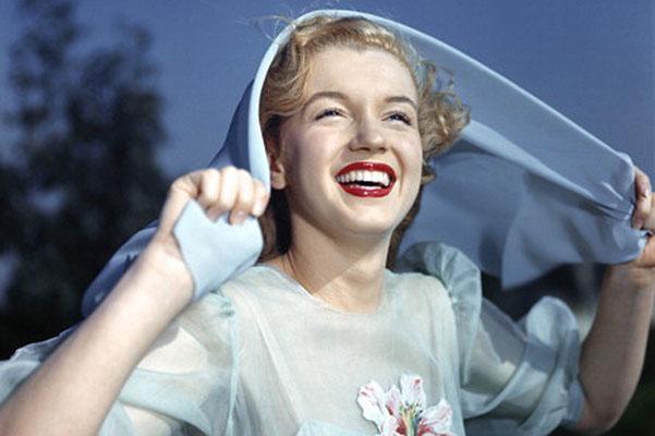 Мэрилин Монро в начале карьеры.1947 год./3745730_20131008monroe5 (601x400, 59Kb)