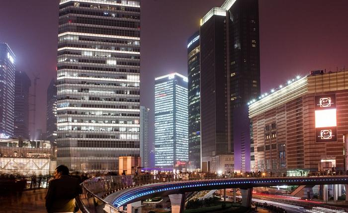 пешеходный мост в шанхае китай 2 (700x428, 261Kb)