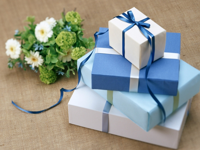 магазин подарков/3185107_kypit_horoshii_podarok (700x525, 256Kb)
