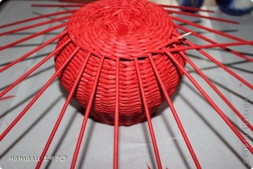 Плетение из газет. Корзинка КЛУБНИКА. Мастер-класс (42) (520x347, 115Kb)