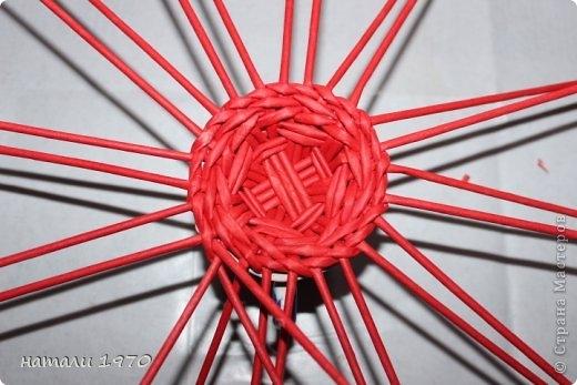 Плетение из газет. Корзинка КЛУБНИКА. Мастер-класс (46) (520x347, 118Kb)