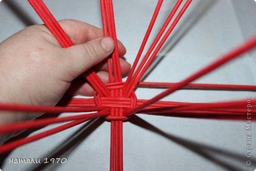 Плетение из газет. Корзинка КЛУБНИКА. Мастер-класс (50) (520x347, 84Kb)