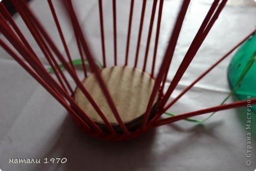 Плетение из газет. Корзинка КЛУБНИКА. Мастер-класс (58) (520x347, 81Kb)