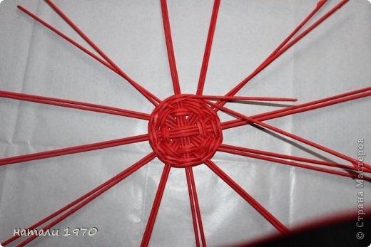 Плетение из газет. Корзинка КЛУБНИКА. Мастер-класс (62) (520x347, 90Kb)