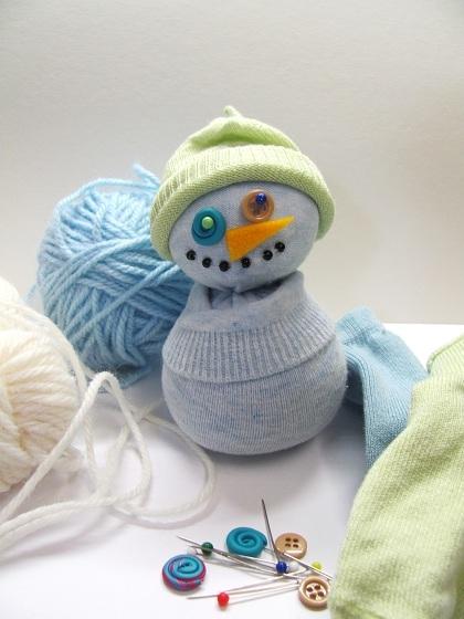 Прикольный снеговик из носка с рисовым наполнителем. Мастер-класс (10) (420x560, 149Kb)