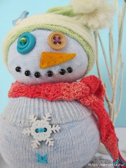 Прикольный снеговик из носка с рисовым наполнителем. Мастер-класс (17) (420x560, 175Kb)