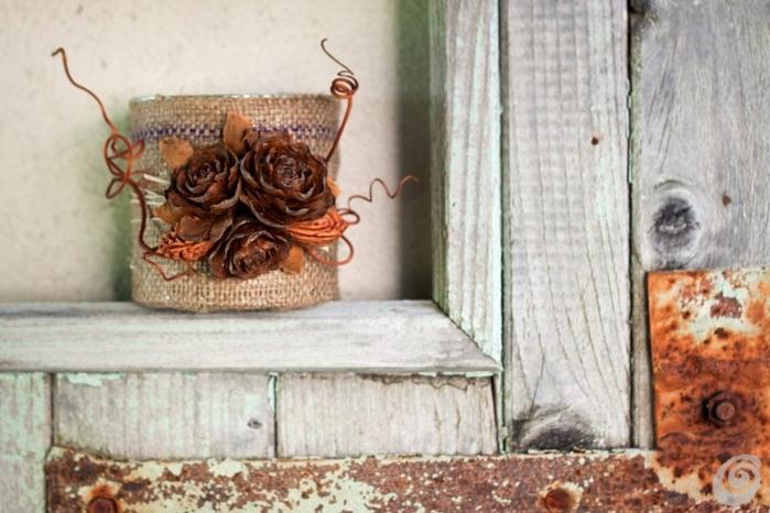Декорирование баночки мешковиной и шишками и ВЕНОК ИЗ КОСТОЧЕК (4) (700x466, 229Kb)