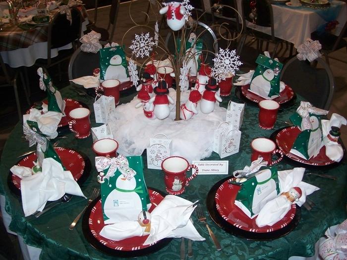 Украшения новогоднего стола своими руками 35