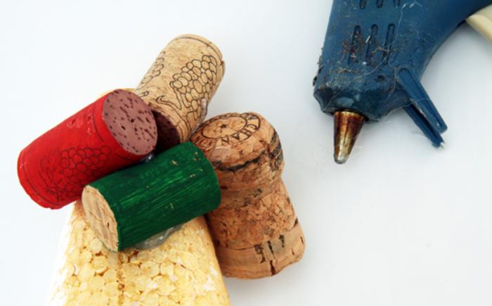 Креативная елочка из винных пробок (4) (700x435, 339Kb)