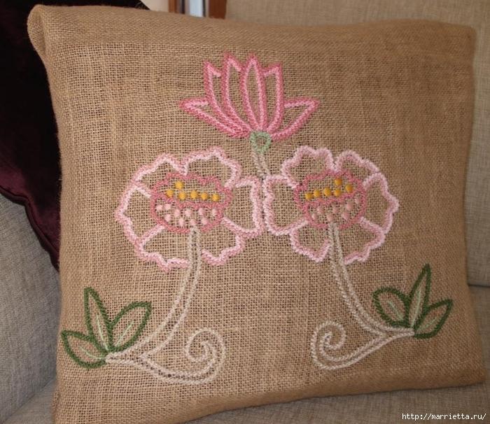 Подушки из мешковины и бархата с цветочной вышивкой (1) (700x606, 365Kb)