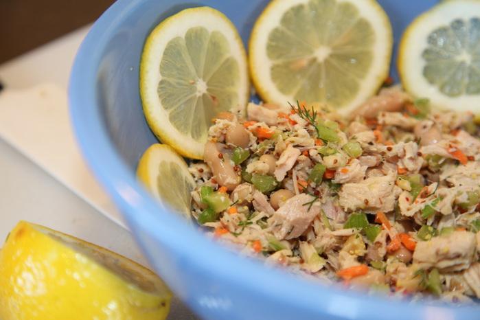 салат с курицей фасолью и лимонным соком (700x466, 103Kb)
