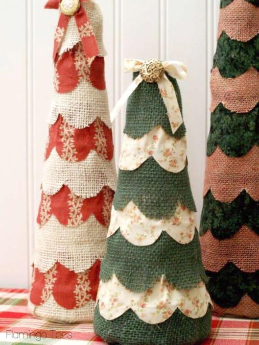Элегантные елки из мешковины