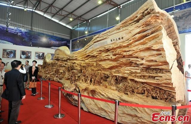 самая большая скульптура из дерева фото 1 (640x415, 250Kb)