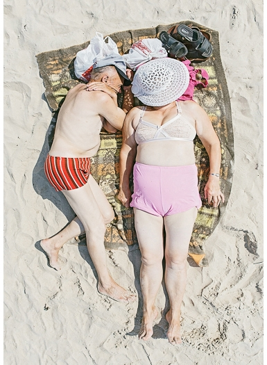 Спящие на пляже