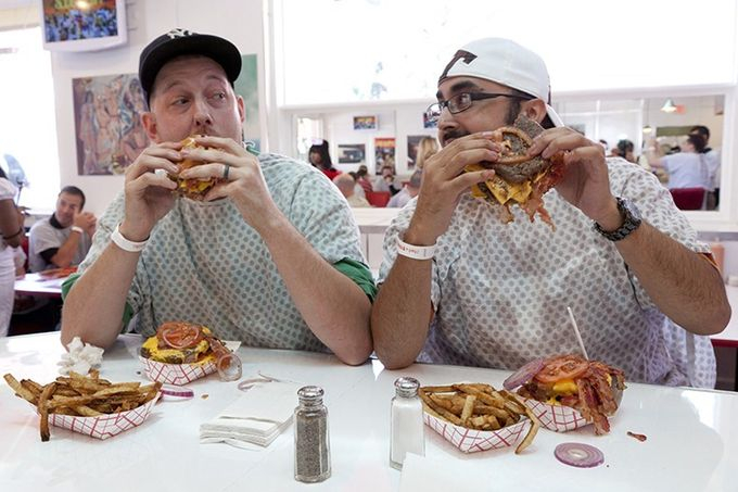 ресторан Heart Attack Grill 2 (680x453, 242Kb)