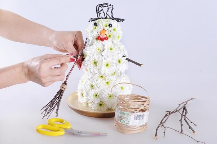 Снеговик из цветов МК (8) (700x466, 181Kb)
