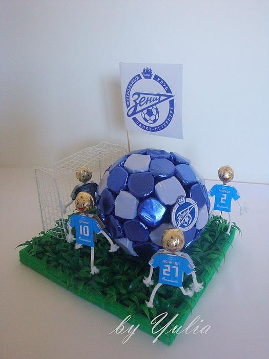 футбольный мяч из конфет (3) (525x700, 231Kb)