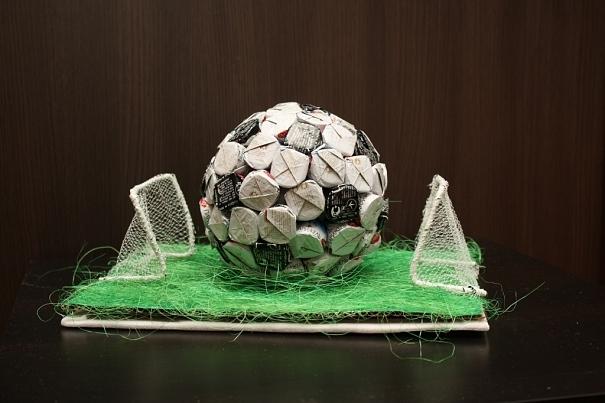 футбольный мяч из конфет (9) (605x403, 176Kb)