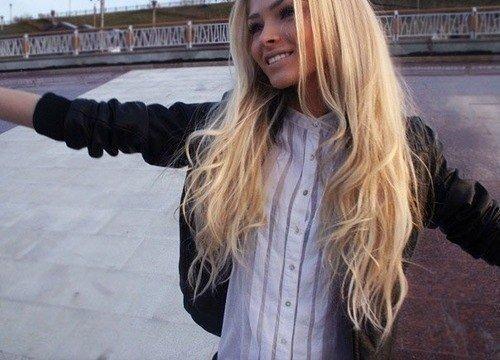 Фото девушке со светлыми волосами
