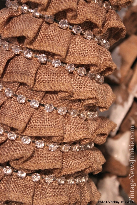 details-burlap-christmas-tree-with-jewel-embellishments (466x700, 370Kb)