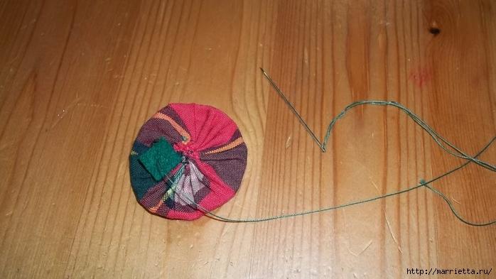Текстильный елочный шар в технике йо-йо. Мастер-класс (10) (700x393, 188Kb)