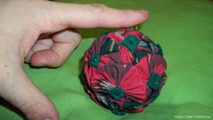 Текстильный елочный шар в технике йо-йо. Мастер-класс (19) (700x393, 209Kb)