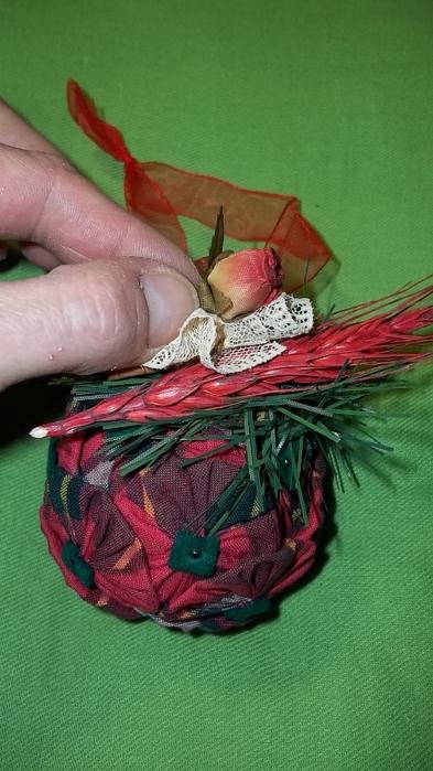 Текстильный елочный шар в технике йо-йо. Мастер-класс (25) (393x700, 212Kb)