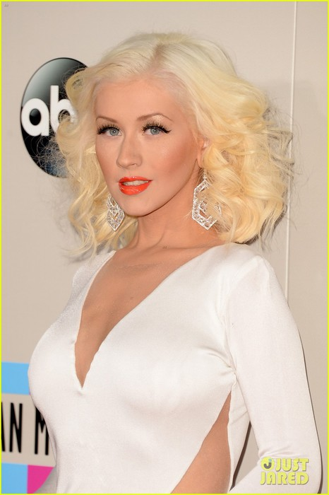 christina-aguilera-amas-2013-red-carpet-02 (466x700, 56Kb)