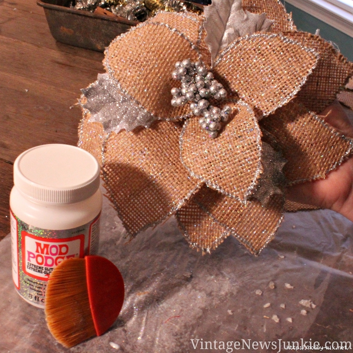 glitter-burlap-flower-step-by-step-video-tutorial (700x700, 477Kb)